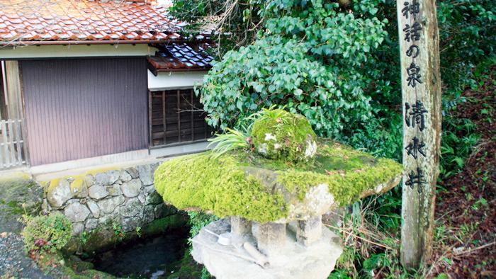 南部町にあるオオクニヌシを生き返らせた伝説の清水と伝わる清水井