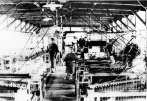 都留市の郡内織工場